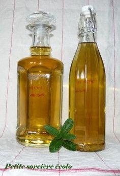 Bouteilles de liqueur de menthe maison. Recette sur mon blog #recette #sirop #menthe