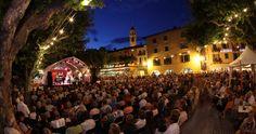 Live concert in front of Albergo-Caffè Carcani Festivals, Dolores Park, Events, Live, Concert, Travel, Sea Sports, Culture, Viajes