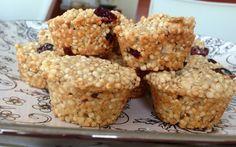 Galletas de Cereal de Quinoa: Ingredientes 500 gramos (4 tazas) de Cereal de quinoa inflada 50 gramos de sésamo. 1 taza de azúcar flor (glass). 100 gramos de mantequilla. 2 huevos. 1/2 taza de harina. pasas y/o arandanos secos.