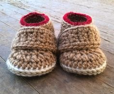 oOo___ Instant Download Pattern___oOo  This listing is for a PDF crochet pattern only and not the finished ítem.  You will receive elaborated written PDF in ENGLISH and SPANISH for crocheting this fashion baby booties.  It is a step by step tutorial with almost 50 photos and clear instructions to make it easier. As an instant download pattern, the link will be emailed to you once payment is received. If you need more information please read this Etsy article about how to download digital…