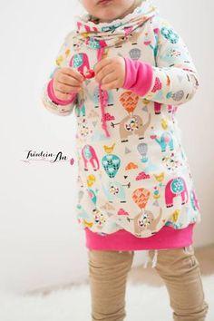 """Jersey """"Circus Carneval"""" kombiniert mit Strickbündchen """"Luna"""" und Kordel """"Hanni"""", sowie Jersey """"Daydream"""" genäht wurde eine NIEKE von Fadenkäfer. Jersey-Stepper """"Golden Dream"""" kombiniert mit dem Jersey """"Daydream"""" genäht wurde eine """"NIKE"""" von Fadenkäfer - Hoodie, Hoodiekleid, Kleid für Kinder/Mädchen - Nähen für Herbst/Winter - Papierschnittmuster, eBook & Stoff - Glückpunkt. Glam Rock, Stepper, Daydream, Uni, Sewing, Style, Fashion, Nike Kids, Sew Simple"""