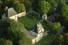 French Chateaus For Rent - Castles For Rent - ELLE DECOR