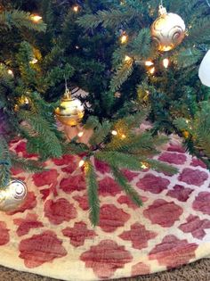 Cutting Edge STencils shares how to stencil a DIY tree skirt using the Moroccan Tiles stencil pattern. http://www.cuttingedgestencils.com/moroccan-tiles-wall-pattern.html  #craft #stencils #treeskirt