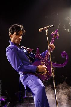 "☆ Prince doing ""Purple Rain"" ☆  This one for Julie and Buzz....Love u both...."