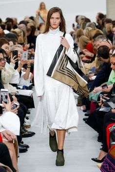 See the entire Celine Spring 2018 collection from #PFW.