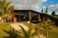 Navegue por fotos de Casas campestres: CASA COM VIDRO E MADEIRA. Veja fotos com as melhores ideias e inspirações para criar uma casa perfeita.