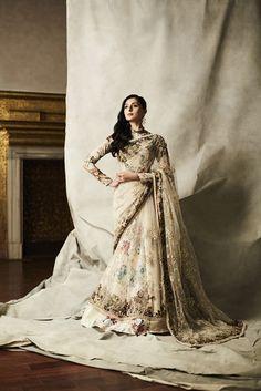#varunbahl #perniaqureshi #indiandesigner #elegance #shopnow #ppus #happyshopping