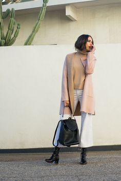 In recent months, I'm more and more attracted to casual, comfortable, almost 'undone' looks, like this neutral winter outfit from Cuyana.