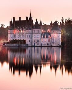 Castle of Dracula in Transilvania? No, Château de la Bretesche in la Brière, somewhere in South Brittany! @loic80l Thank you @bsignaturehotels for welcoming me