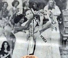 Miss South Africa, Margaret Gardiner, Gets crowned Miss Universe 1978 by Janelle Commissiong from Trinidad and Tobago. Beautiful Inside And Out, Beauty Queens, Trinidad And Tobago, South Africa, Universe, Crown, Mexico, Celebs, Models