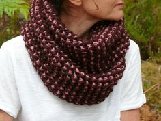Le snood venu des Alpes. à tricoter avec des fils de deux couleurs différentes...