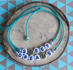 2 Gepersonaliseerde Naam & tekst armbandjes voor 8,50  kralen naam - tekst  armband / Name bracelet / Quote Bracelet white beads door NamebraceletsNL op Etsy https://www.etsy.com/nl/listing/505251513/2-gepersonaliseerde-naam-tekst