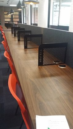 ACU Desk Rows with Divider & Powerpoint BigCity Design