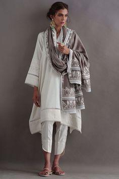 Simple Pakistani Dresses, Pakistani Fashion Casual, Pakistani Dress Design, Pakistani Outfits, Indian Fashion, Pakistani Kurta, Pakistani Clothing, Indian Kurta, Pakistani Bridal
