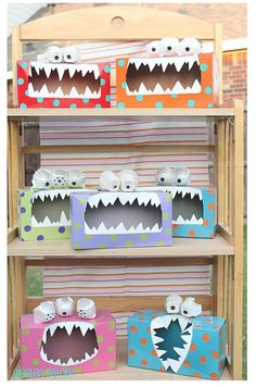 DIY Craft Halloween Decoration idea for kids - Tissue Box Monsters! love it! Cheap and Simple Craft idea Time to get the whole family crafting for the Halloween season, with some great cheap and easy DIY halloween decoration ideas. Tattle Monster, Monster Box, Monster Party, Monster Eyes, Feed The Monster, Monster Mash, Happy Monster, Kids Crafts, Projects For Kids