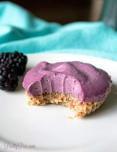 Mind-blowing cheesecake deliciousness that's super QUICK and easy to make in a blender! (No soaking!) Dairy Free Cheesecake, Dairy Free Brownies, Cheesecake Recipes, Raspberry Cheesecake, Oreo Cheesecake, Dairy Free Recipes, Low Carb Recipes, Gluten Free, Cooking Recipes