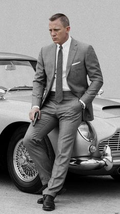 Daniel craig: bond style series the stylish man Style James Bond, James Bond Suit, Bond Suits, Tom Ford Men, Costume James Bond, Daniel Craig James Bond, Craig Bond, Daniel Craig Suit, Daniel Craig Style