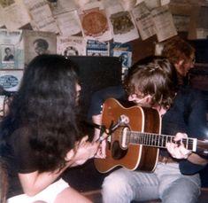 Beatles Guitar, The Beatles, Gloria Dehaven, John Lennon And Yoko, Guitar Pics, Guitar Lessons, Aesthetic Pictures, Musicals, Retro