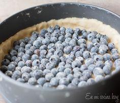 Kuchen de ricota y arándanos Chilean Recipes, Tiramisu, Blueberry, Fruit, Food, Pastel, Cakes, Kitchen, Gastronomia