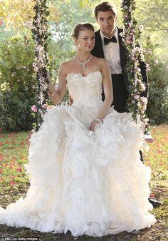 Emily Vancamp in a beautiful Monique Lhuillier wedding dress in Revenge.