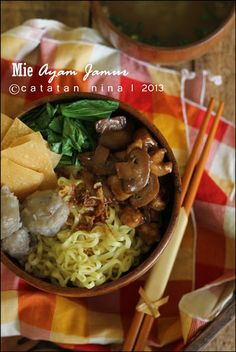 I love Mie ayam Prawn Noodle Recipes, Indonesian Cuisine, Indonesian Recipes, Asian Cake, Beef And Noodles, Cook At Home, Asian Cooking, Meal Planner, Coffee Recipes