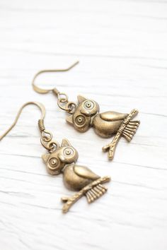 Items similar to Owl earrings Antique brass Wise owls Fashion Style Small gift Christmas on Etsy Owl Jewelry, Jewelry Accessories, Unique Jewelry, Jewlery, Trendy Jewelry, Owl Earrings, Antique Earrings, Owl Crafts, Wise Owl