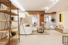 ¿Cuánto cuesta una reforma integral? | El blog de Plan Reforma, planifica y haz realidad tu obra Home Staging, Small Space Living, Living Spaces, Living Room, Black Chest Of Drawers, Space Saving Desk, White Home Decor, White Houses, House And Home Magazine