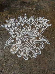 Rangoli Side Designs, Simple Rangoli Border Designs, Rangoli Designs Latest, Free Hand Rangoli Design, Rangoli Patterns, Small Rangoli Design, Rangoli Ideas, Rangoli Designs Diwali, Rangoli Designs With Dots