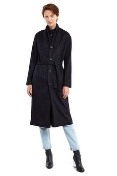 Navy coat with a belt Minimalist Fashion, Minimalist Outfits, Minimalist Style, Stylish Winter Coats, Fashion Capsule, Slow Fashion, Everyday Outfits, Timeless Fashion, Navy Coat