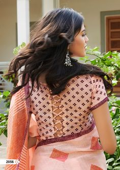 Shop Linen Silk Sarees Pearl with price Online. Our fashion magazine personal shoppers helps you the stylish look for Family Parties and Functions. Best Blouse Designs, Saree Blouse Neck Designs, Saree Blouse Patterns, Choli Designs, Linen Dress Pattern, Lehenga, Handmade Crafts, Blouses, Sari Fabric