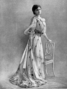 Armand, Robe de Ville, 1902.