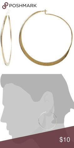 Shop Women's Banana Republic Gold size OS Earrings at a discounted price at Poshmark. Hammered Gold, Gold Hoop Earrings, Fashion Tips, Fashion Design, Fashion Trends, Banana Republic, Gold Jewelry, Buy And Sell, Stuff To Buy