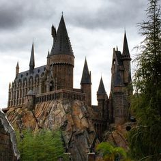 """7 Things To Do To Have The Best Experience"": The Ultimate Harry Potter Travel Guide: Your travel guide to the Wizarding World of Harry Potter in Universal Studios Orlando, Florida. Read on to find out about what to do at Harry Potter World!"
