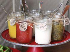 Cute Condiment Set up for BBQ + of July + Mason Jars + Twine.a bit country.A Hamburger Bar for the of July Snacks Für Party, Bbq Party, Burger Party, Party Games, Hamburger Bar, Condiment Holder, Hot Dog Bar, Backyard Bbq, Wedding Backyard