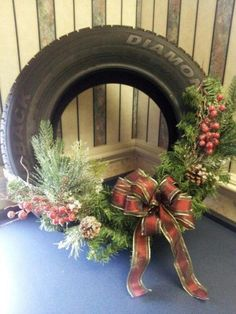 23 Christmas Outdoor Decoration Ideas Are Worth Trying - Live DIY Ideas Redneck Christmas, Country Christmas, Christmas Holidays, Christmas Ornaments, Holiday Wreaths, Holiday Crafts, Holiday Decor, Natal Country, Tire Craft