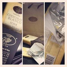 El mejor chocolate blanco del mundo es Venezolano..! Y se llama ICOA.
