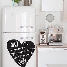 Pense em um #amor verdadeiro 🙈😂😂.... Boa tarde !Via :www.nasuaparede.com.br  #nasuaparede #decoracao #design #cantinho #criatividade #casa #noiva #casamento #casanova  #inspirações #ideiascriativas  #façavocêmesmo  #perfeito  #organização #decoracaodeinteriores  #detalhes #reformando #apê #apartamento  #decorando  #cozinha #decorar #decorandoacasa  #dieta #frases #frase #adesivodecorativo #fome