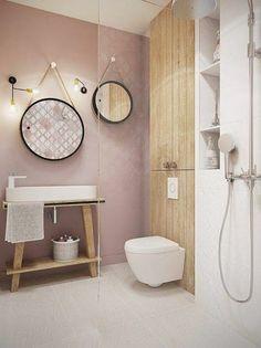 salle de bain rose pale miroir rond sol en dalles beiges luminaire design mur en rose