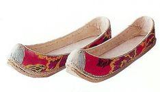 태사혜 운혜 조선시대 비단신 : 네이버 블로그 Korean Traditional, Traditional Outfits, Yukata Kimono, Eun Ji, Footwear, Asian, Flats, Shoes, Culture