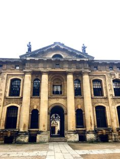 Let's me show you one of my favourite photo from Oxford. So classy and beautiful architecture. 🏛 I think I'll never have enough Oxford. Any favourite place for you? Beautiful Architecture, Athens, Britain, Medieval, My Photos, Oxford England, Street View, Europe, Victorian