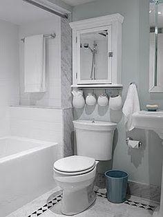Simple bathroom from Sarah's House Season 2