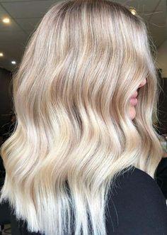 Blonde Hair Colour Shades, Warm Blonde Hair, Golden Blonde Hair, Blonde Hair Looks, Neutral Blonde Hair, Cool Toned Blonde Hair, Hair Pale Skin, Violet Hair, Balayage Blond