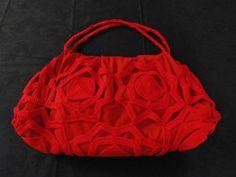 borsa in tessuto con applicazioni a crochet