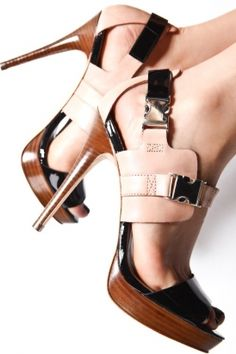 Lately, one of the most beautiful shoes I have seen, both in color and in the materials..  Tocai Sandals  //  heels