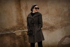 #winter #winter2018 #winterlook #casual #chic #retro #vintage #look #lookoftheday #outfit #ootd #black #grey #silver #coat #body #boots #tights #beret #gloves #sunglasses #earrings #redlips #secondhand #mango
