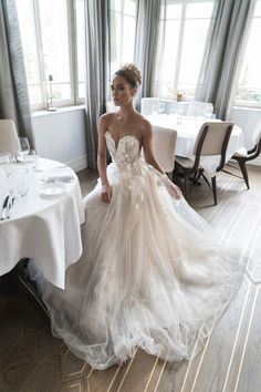 wedding dress - sweetheart neckline
