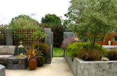 20 Pleasing Concrete Built-in Planters for the Garden | Home Design Lover Raised Garden Planters, Outdoor Planters, Concrete Garden, Planter Olivier, Olivier En Pot, Outdoor Flags, Outdoor Decor, Gardening Websites, Porch Kits