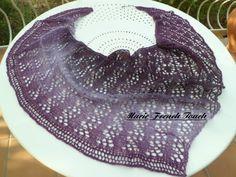Châle asymétrique tricot dentelle parme : Echarpe, foulard, cravate par marie-french-touch