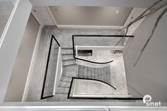 Home Stairs Design, Dream Home Design, Home Interior Design, Bungalow House Design, Modern House Design, Chettinad House, Luxury Staircase, Diy Home Cleaning, Mansion Interior
