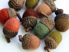 Ghiande di lana infeltrita in tonalità di verde e marrone - Set di 6